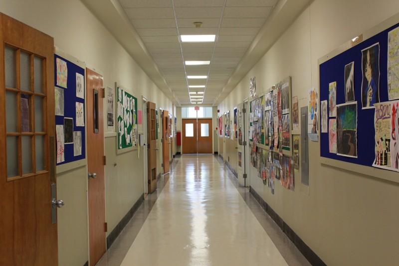Школьный скандал, коридор школы