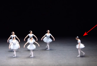 смеяться во время балета