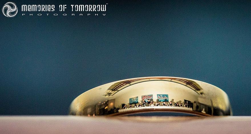 foto-svadby-otrazhennye-v-koltsah-12