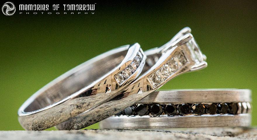 foto-svadby-otrazhennye-v-koltsah-5