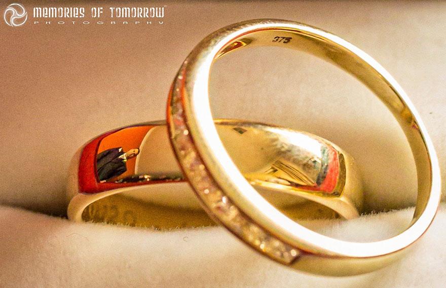 foto-svadby-otrazhennye-v-koltsah-6