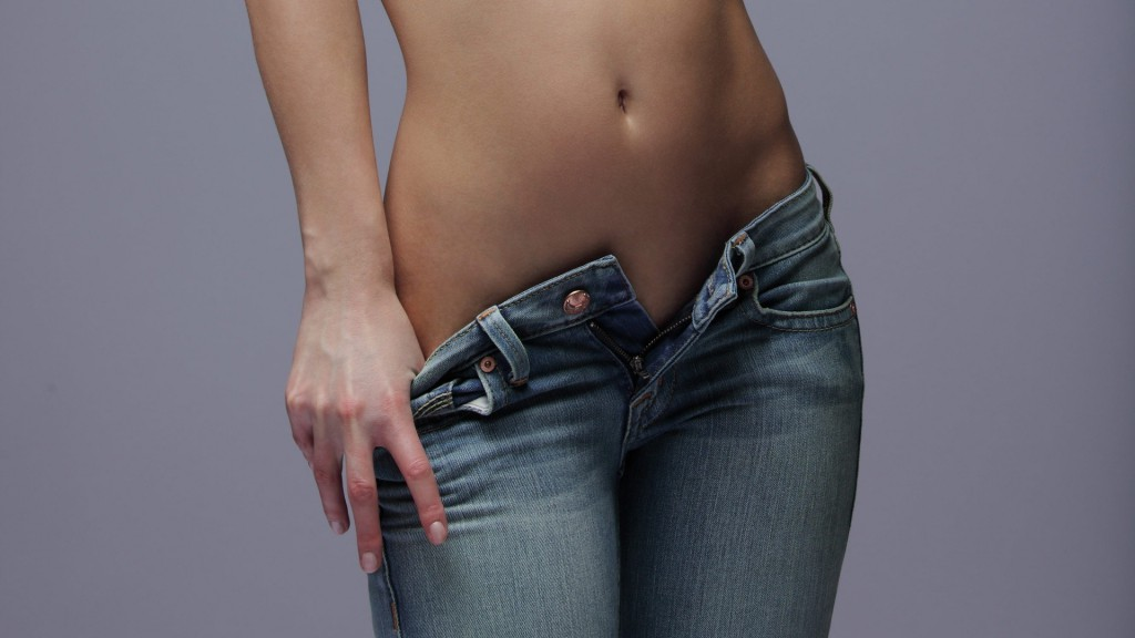 10 непреодолимо милых вещей, которые делают женщины, джинсы