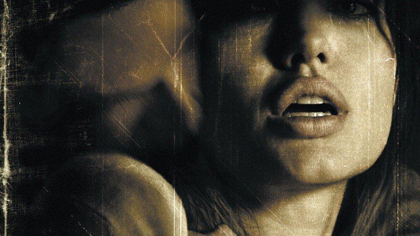 12 самых скандальных эротических сцен, Анджелина Джоли (Angelina Jolie)