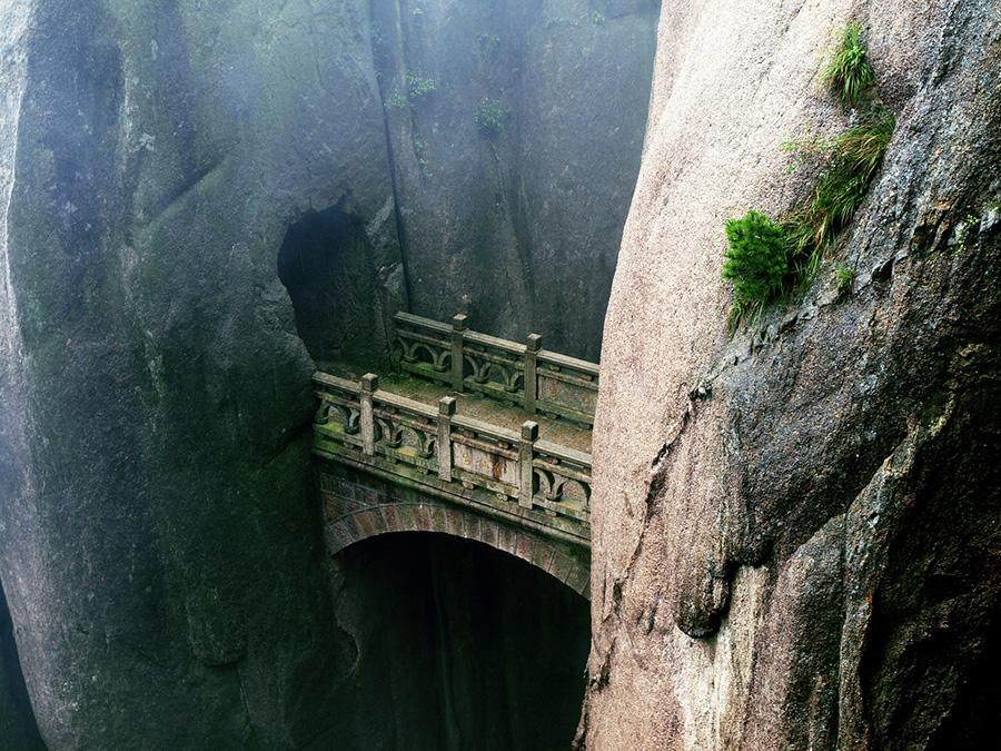 Удивительные мосты, Мост Бессмертных над пропастью, Хуаншань, Аньхой, Китай