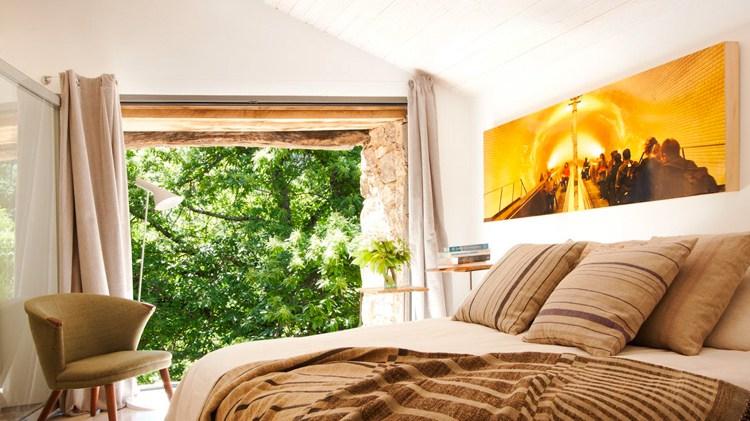 жилье можно сделать уютным, спальня