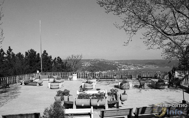 Могила Святого Юши.Турция