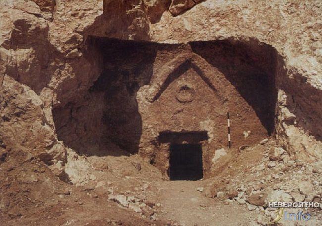 Вход в гробницу, в которой мог быть похоронен Иисус Христос