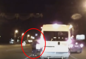 водитель подрезал микроавтобус
