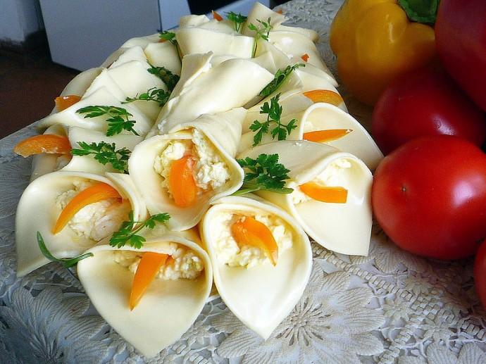 закуски к Новогоднему столу, сырные лилии