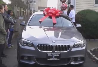 подарила Отцу машину