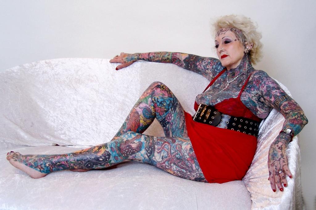 необычные рекордсменки Книги рекордов Гиннесса, Самая татуированная пенсионерка