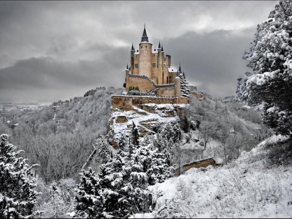 зима сказочно прекрасна, Замок Алькасар в Сеговии, Испания