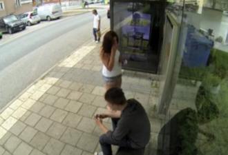 Эти люди ждали автобус на остановки