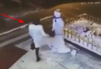 Снеговик отомстил женщине