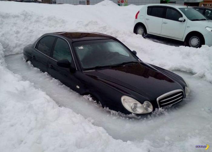 машина попала в ледяной плен