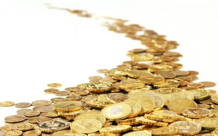 подбирает монеты