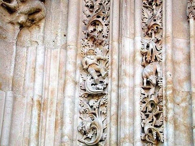 Астронавт! На стене древнего испанского собора