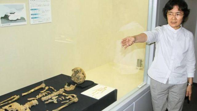 скелет человека, которому 27000 лет
