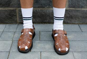 Носить сандалии с носками или нет