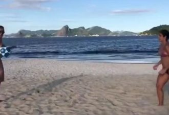 на пляжах в Бразилии