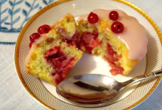 Бисквитные кексы с малиной